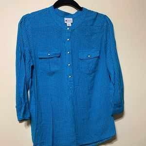Teal & white 3/4 sleeve button half way up top